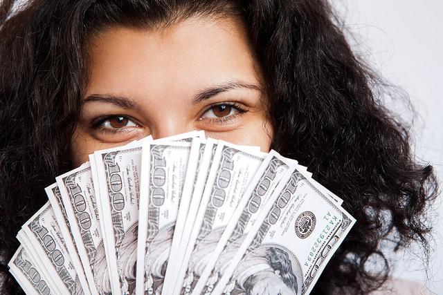 How do Fashion Bloggers Make Money?